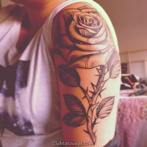 30 Black Rose Tattoo Idées (16)