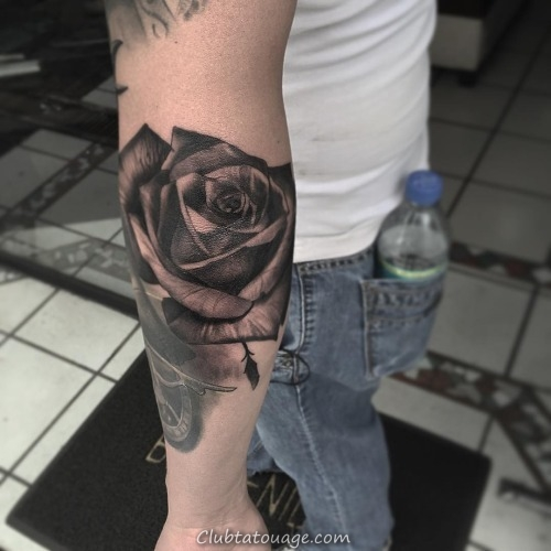 30 Black Rose Tattoo Idées (28)
