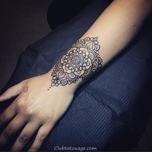 32 étonnants idées de tatouage au poignet (21)