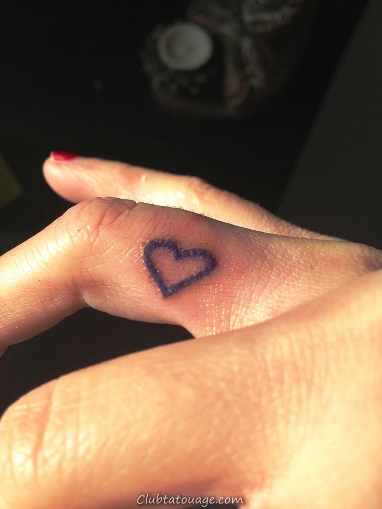 Heart- Finger-Tattoos
