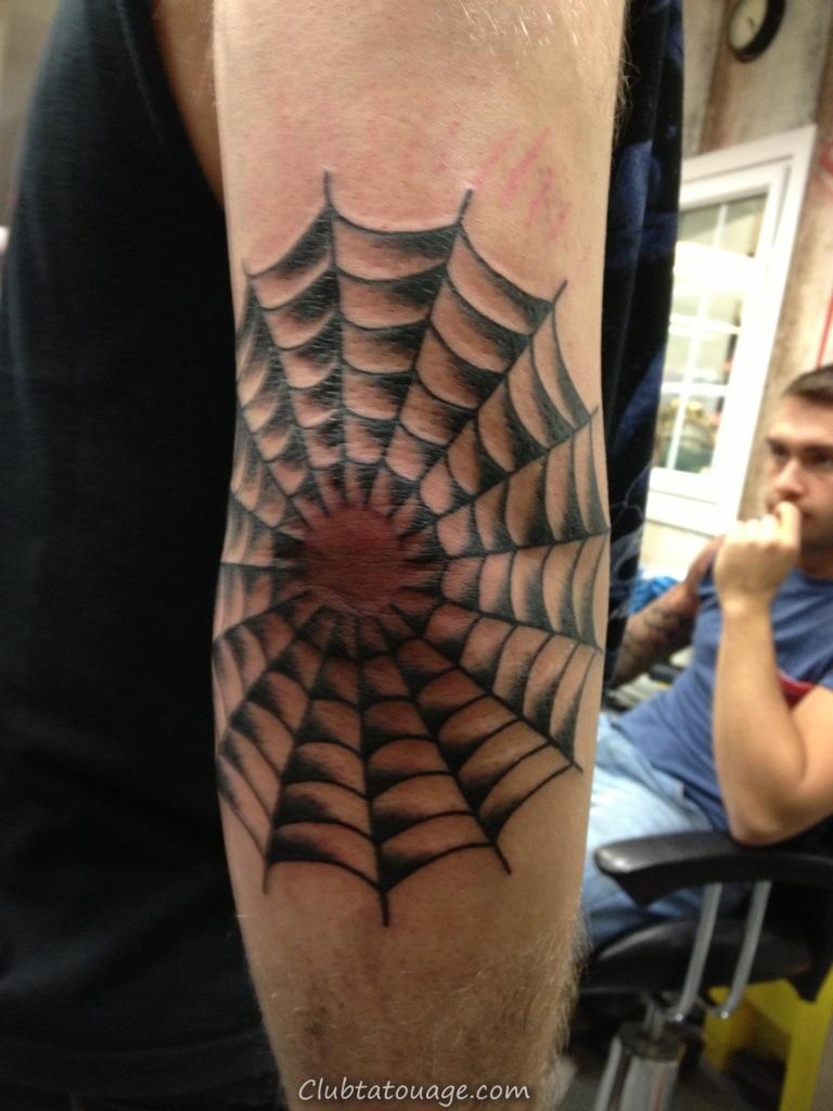 Toile d'araignée Elbow Tattoos