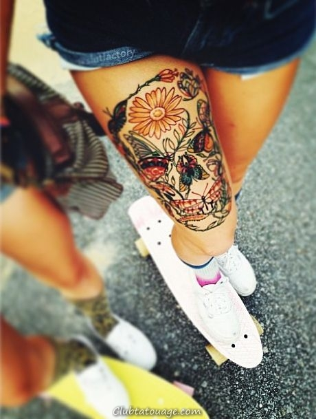 tatouage de crâne créatif sur la jambe