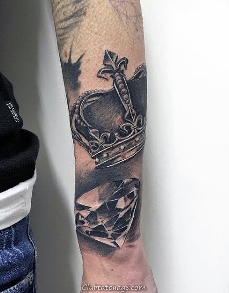 homme-avec-diamond-tatouage-avant-bras brillante couronne et