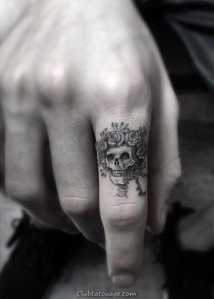 tatouage crâne sur le doigt