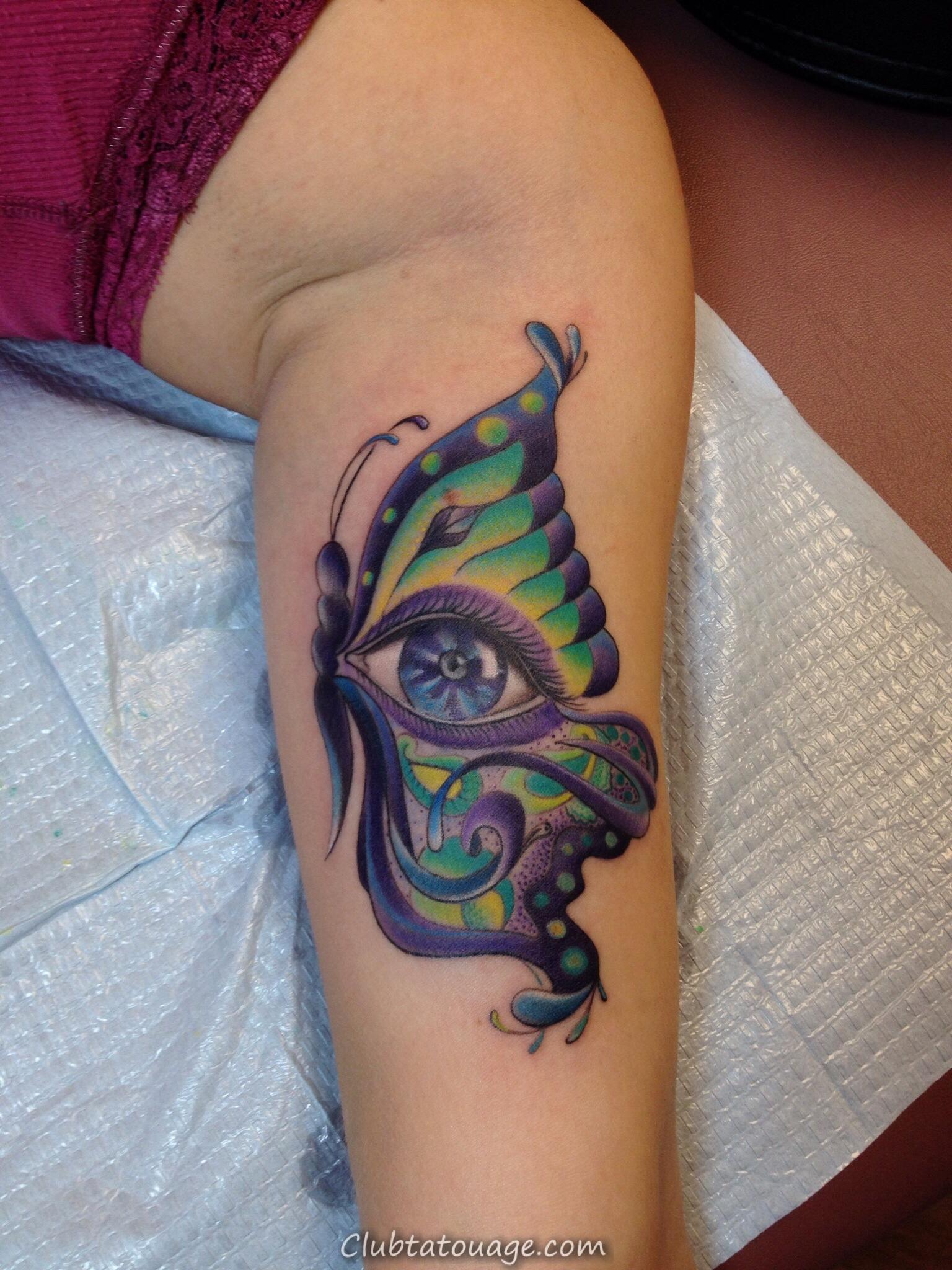 width Aquarelle de papillon de tatouage