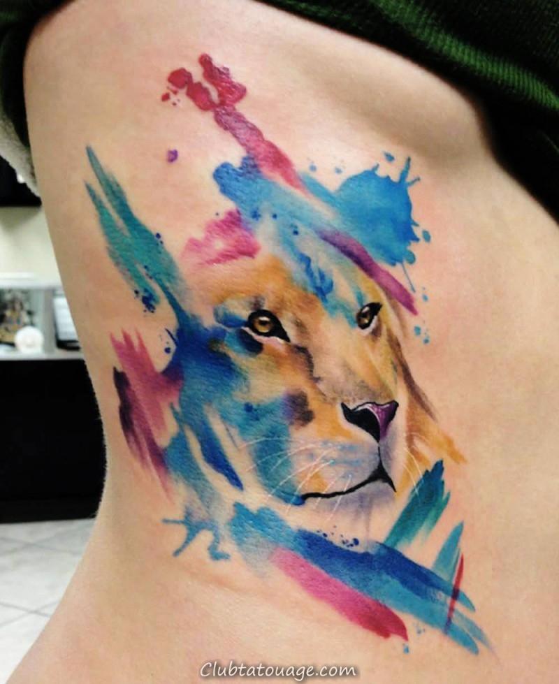Aquarelle lion tatouage sur le côté