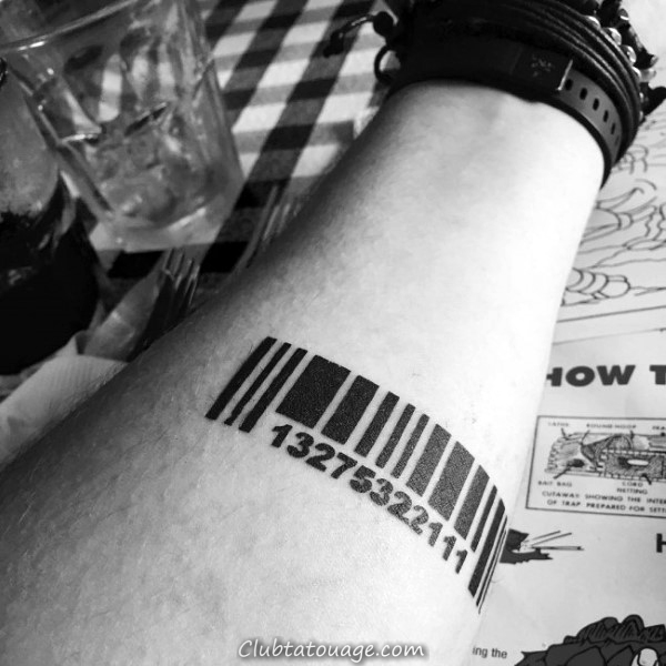 Bold Black Ink Barcode Homme Tattoo Sur Inner Forearm