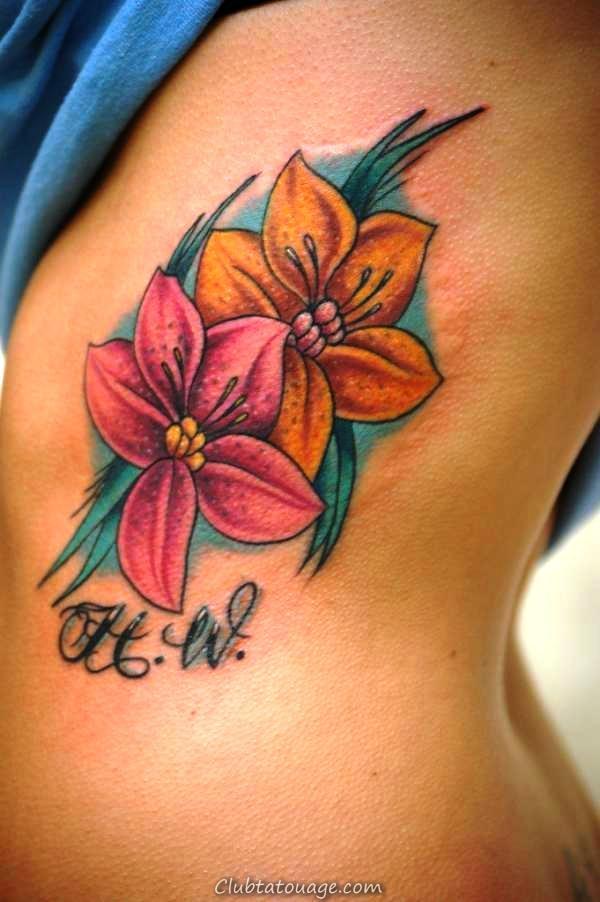 20 petits tatouages sur le côté pour les filles