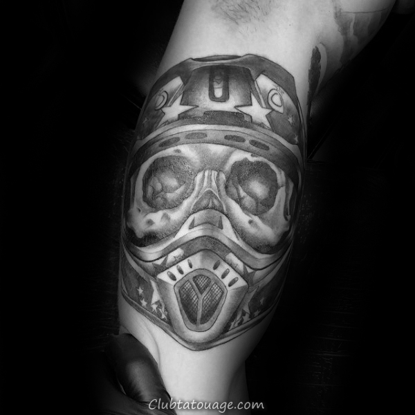 Gentleman Avec Skull Motocross Helmet Mx Tatouage sur le bras