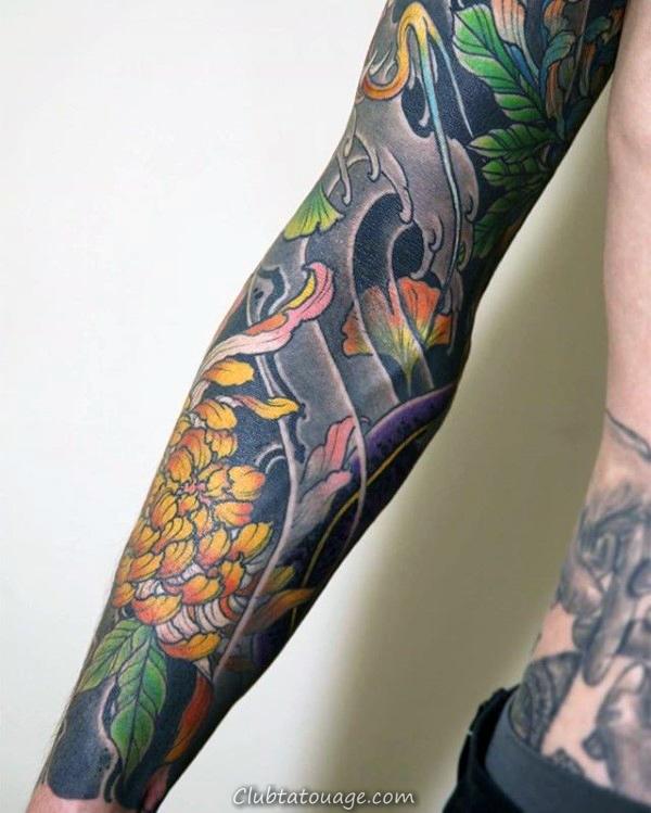 Guy Avec plein manches Chrysanthemum japonaise Fleur Tattoo Design