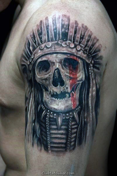 Guy Avec Skull Tattoo chef indien sur Upper Arms