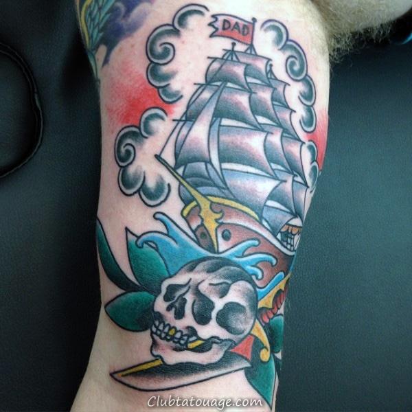 Avant-bras Guys Grand Sailed navire avec Tattoo Drapeau Papa et crâne