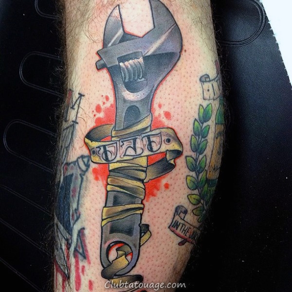 Les gars avant-bras Spanner Et papa Tattoo