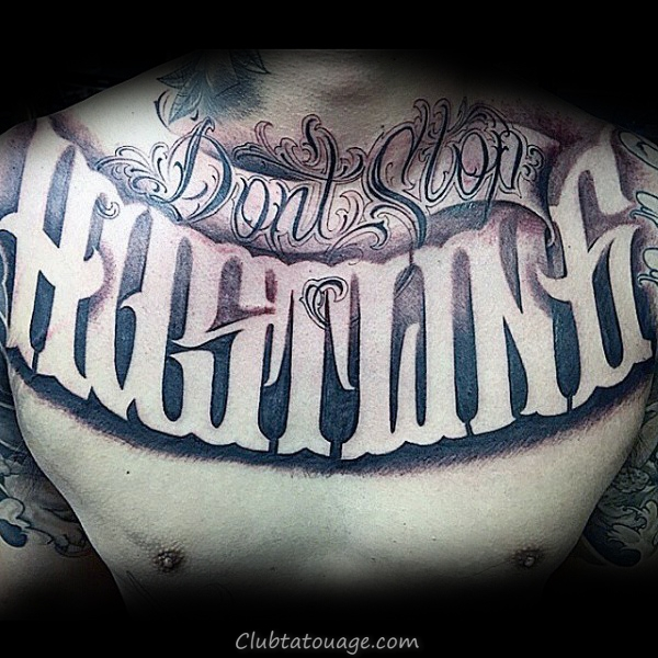 Guy Avec Script Biceps Lettrage Tattoo Decorative