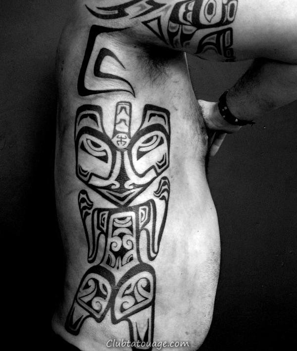 Les gars Ribs côté noir Haida Tattoo