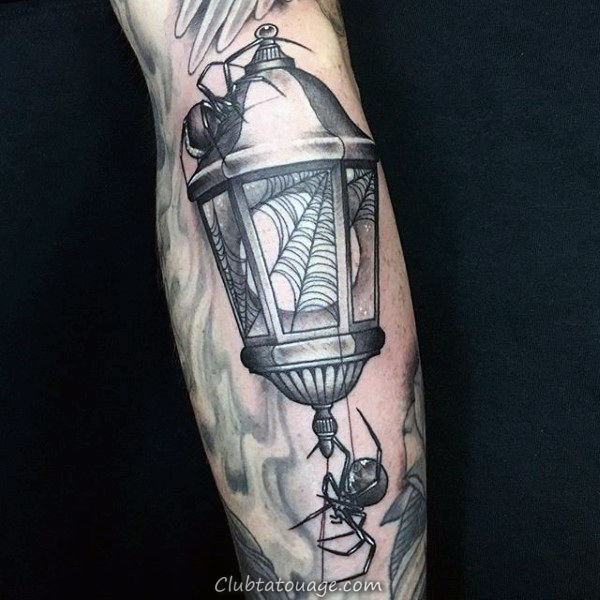 Man With Spider Web Sailor Jerry noir et encre rouge tatouage sur Elbow