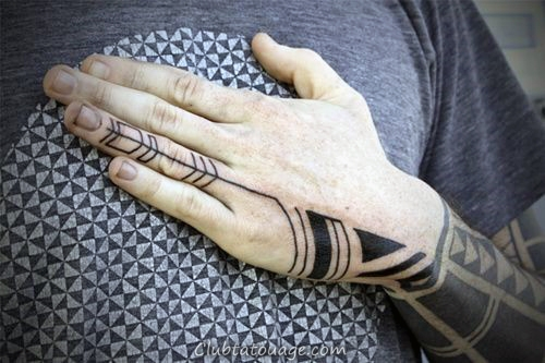 Mens tribal main design Tattoo polynésiens