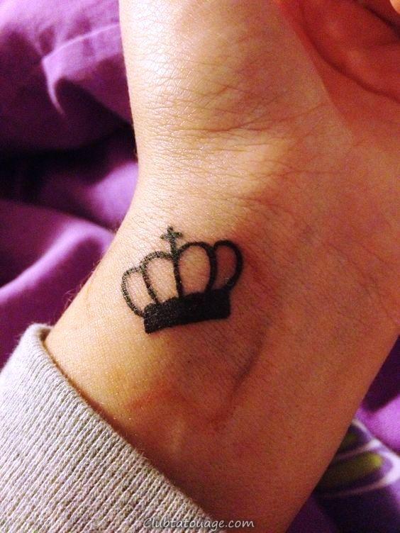 couronne du poignet de tatouage