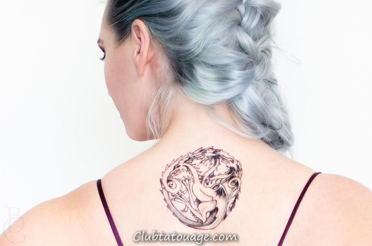 Fille avec le tatouage sur le dos maison Targaryen