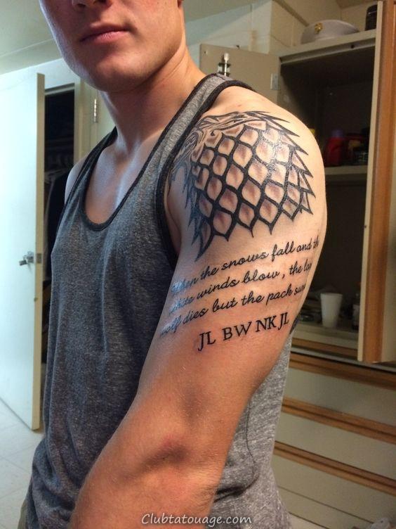 Chico chemise courte, porte un tatouage sur son épaule,