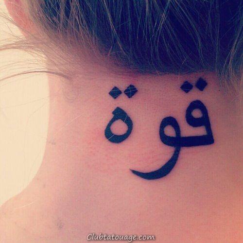 fille avec un tatouage arabe dans le cou qui dit la force