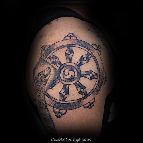 Black Ink Dharma Wheel Hommes Idées épaule Tattoo