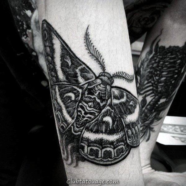 Black Moth Avec Red Circle Hommes Inner Forearm Tattoos