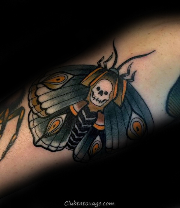 Colorful Homme Moth poitrine Tatouages
