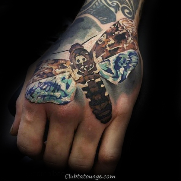 Crying Woman With Moth Mens Forearm Tattoo manches avec la conception réaliste