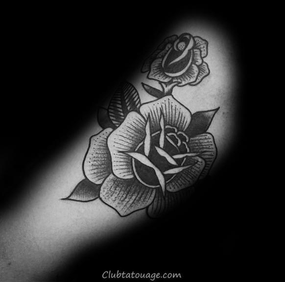 width détaillée Rose noire Homme tatouage sur le bras