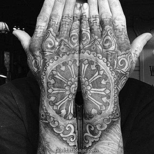 Dotwork Dharma Tatouages roue pour Messieurs Sur Upper Arm