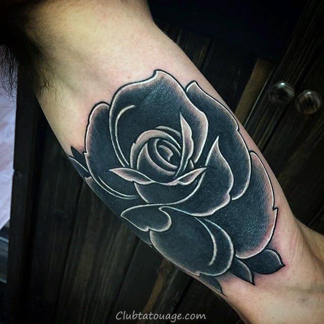 Gentleman Avec Blanc Et Noir Encre Rose Tattoo sur le bras intérieur