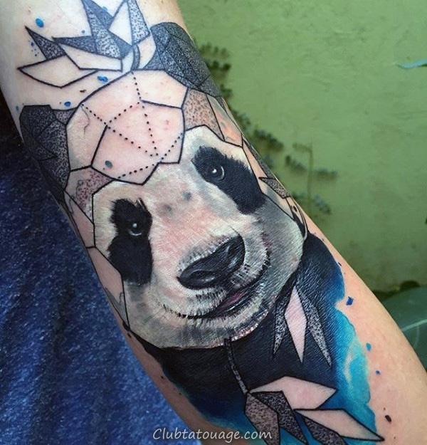 Les gars Panda dans l'eau Avec Bamboo Forearm Tattoos