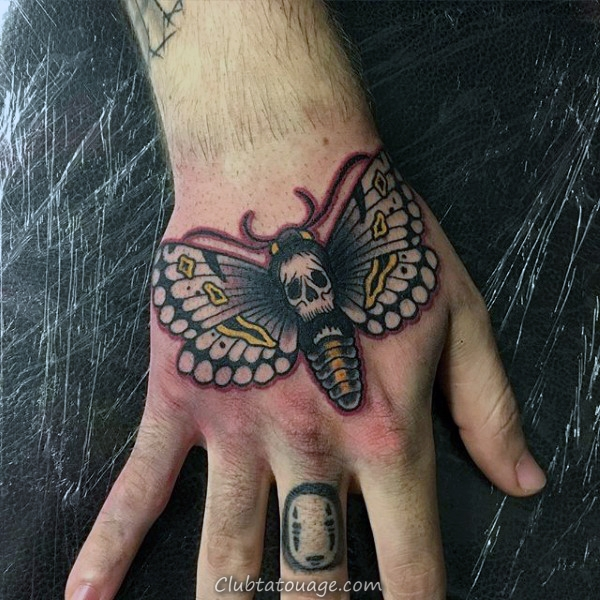 Mens Black Ink Outline Moth poitrine Tatouages