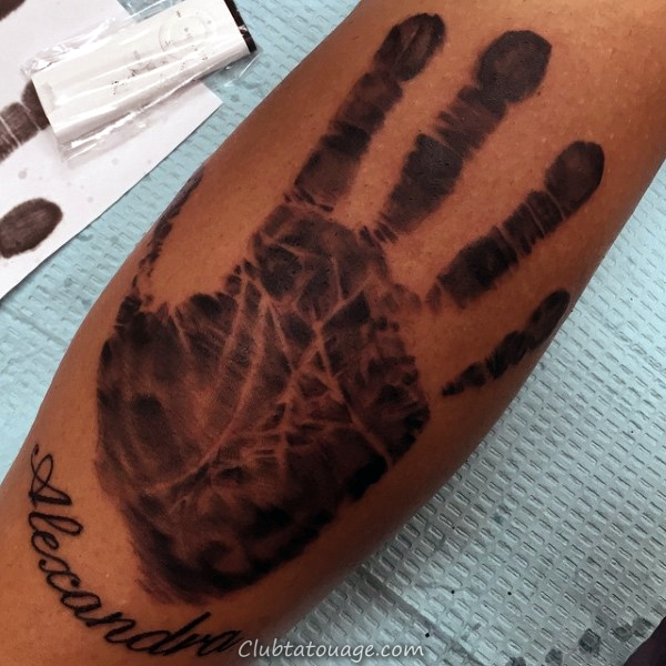 Red Ink Handprint Mens Et Footprint Cage thoracique Side Tattoo