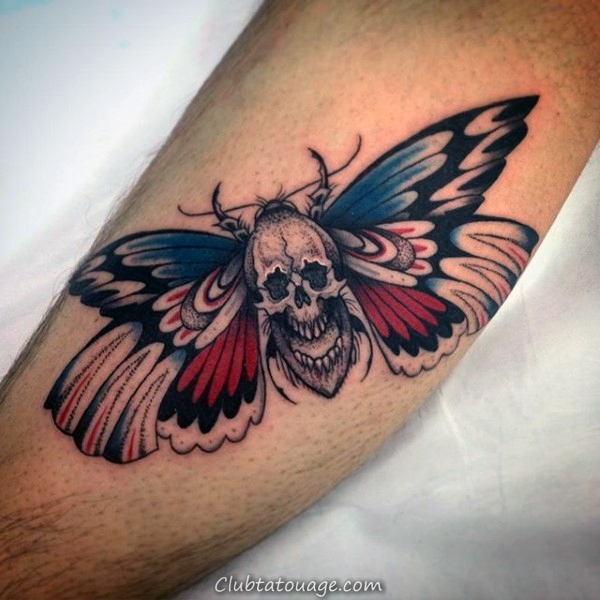Thin Line Moth détaillée Hommes cuisse Tattoo Ideas