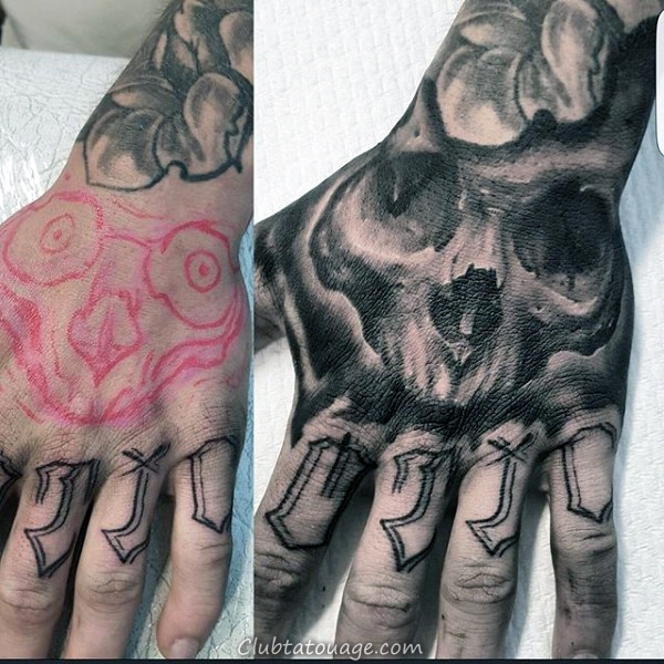 Crâne avec Bones main Mens Tattoo