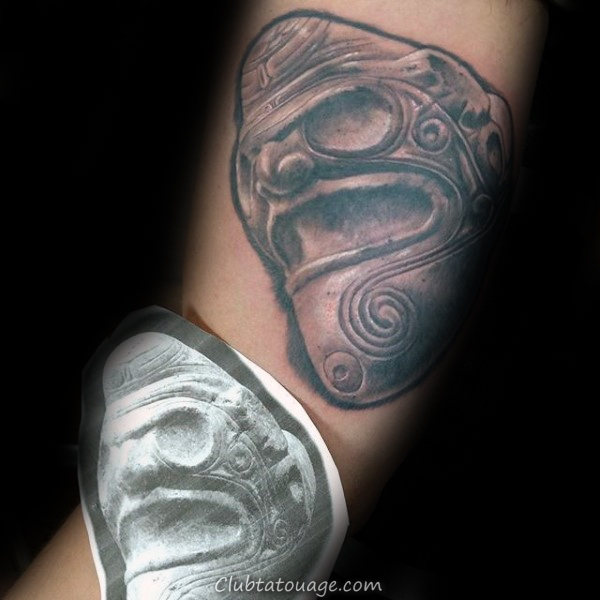 Small Guys Pierre Taino Symbole Sun Tattoo sur l'épaule