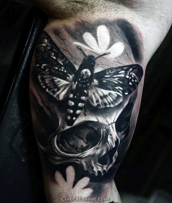 Blanc et encre noire Shaded Homme Moth Forearm Tattoo Design Ideas