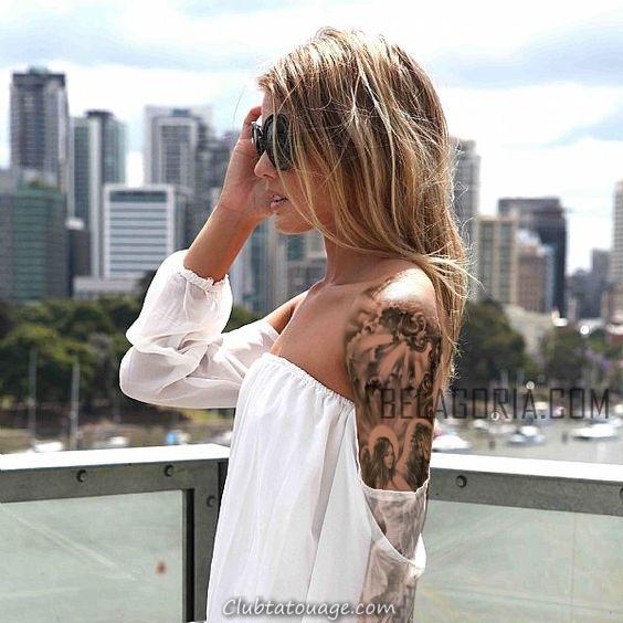 femme regardant Seattle, conduit tatouage d'un ange gardien sur son bras gauche