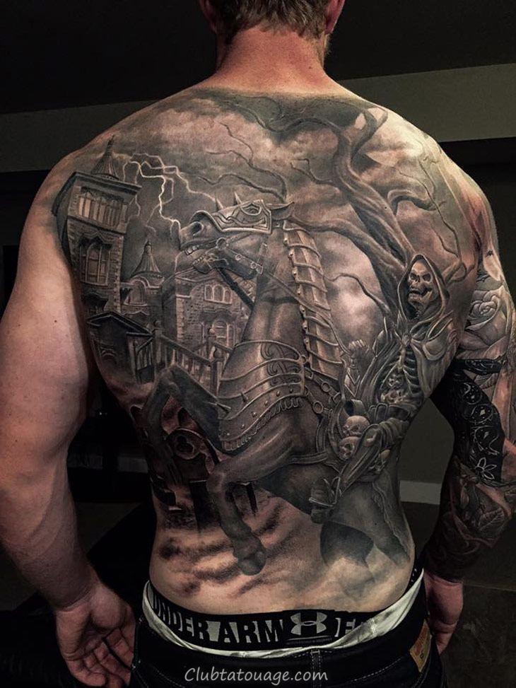 tatouage dos, cheval de la mort de tatouage porte une armure, le tatouage est en 3d