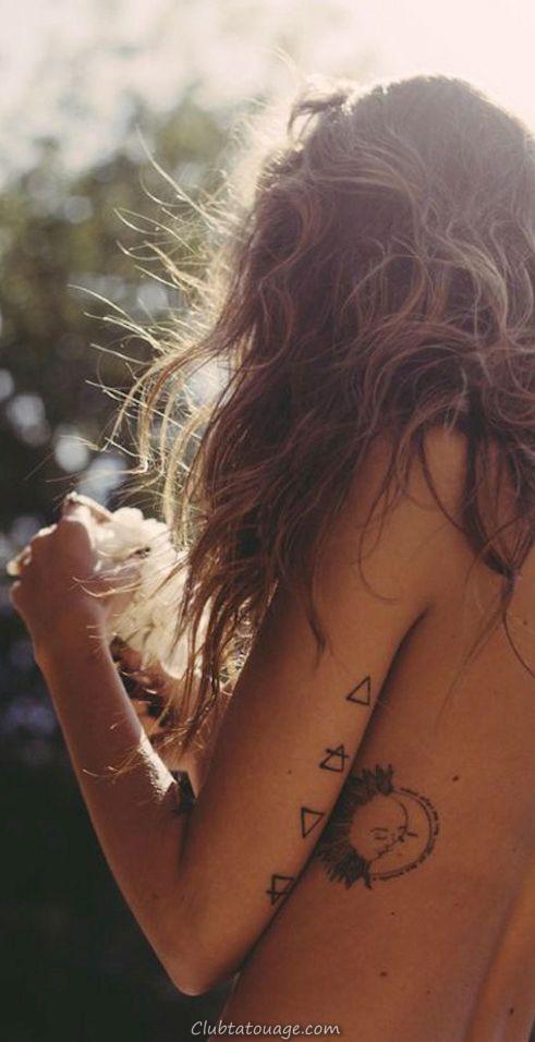 on voit une jeune mannequin avec un tatouage à l'intérieur du biceps