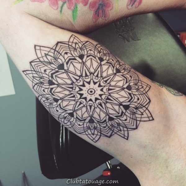 30 merveilleux Mandala Tattoo Ideas 20