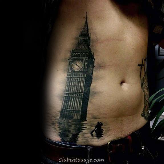 Homme Avec Upper bakc Tattoo de bâtiments