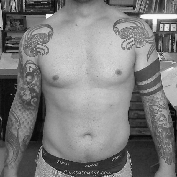 Half Sleeve Celtic Mens Tattoo Avec Dotwork design