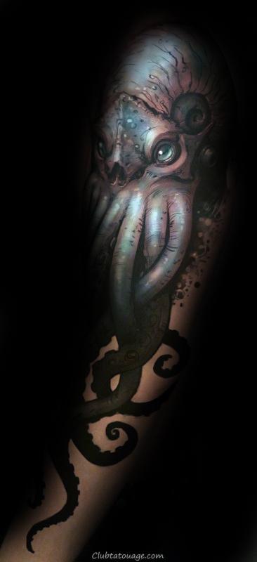 Homme Avec Shaded noir et gris foncé Cthulhu Arm Tattoo