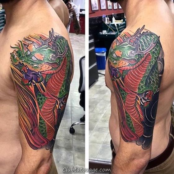 La moitié verte manches et encre rouge dragon chinois Hommes Tattoos