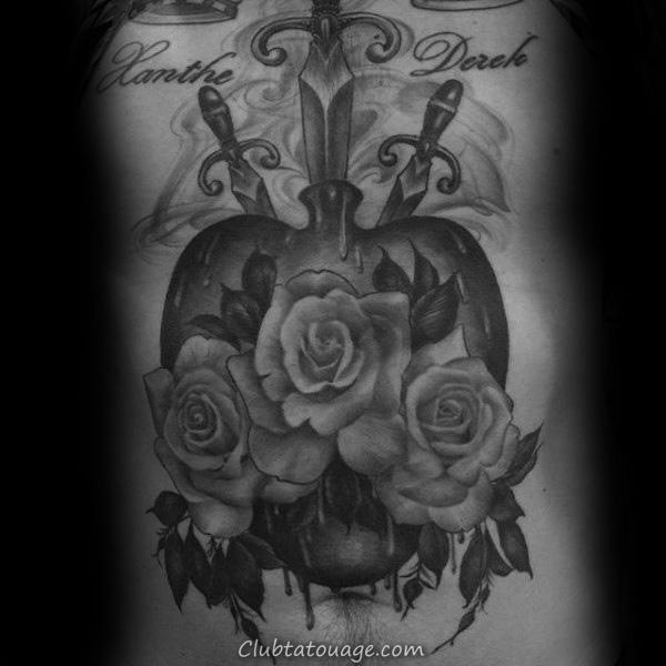 Man With Tattoo de Jésus Portrait Et Sacré Coeur Sur Inner Forearm