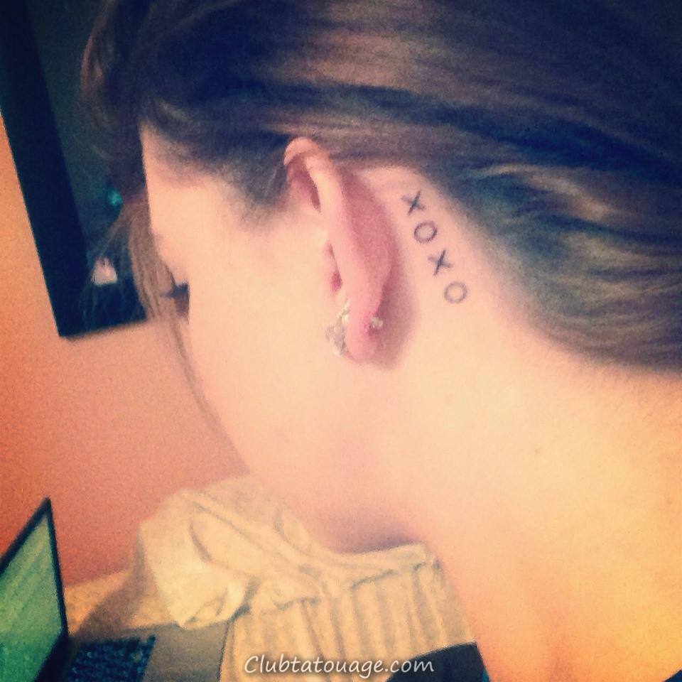 tatouage symbole XOXO, une idée originale pour les tatouages amicales