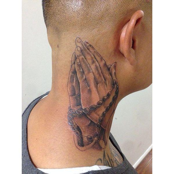 Idées de tatouage des mains en prière